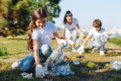volunteers cleaning the park